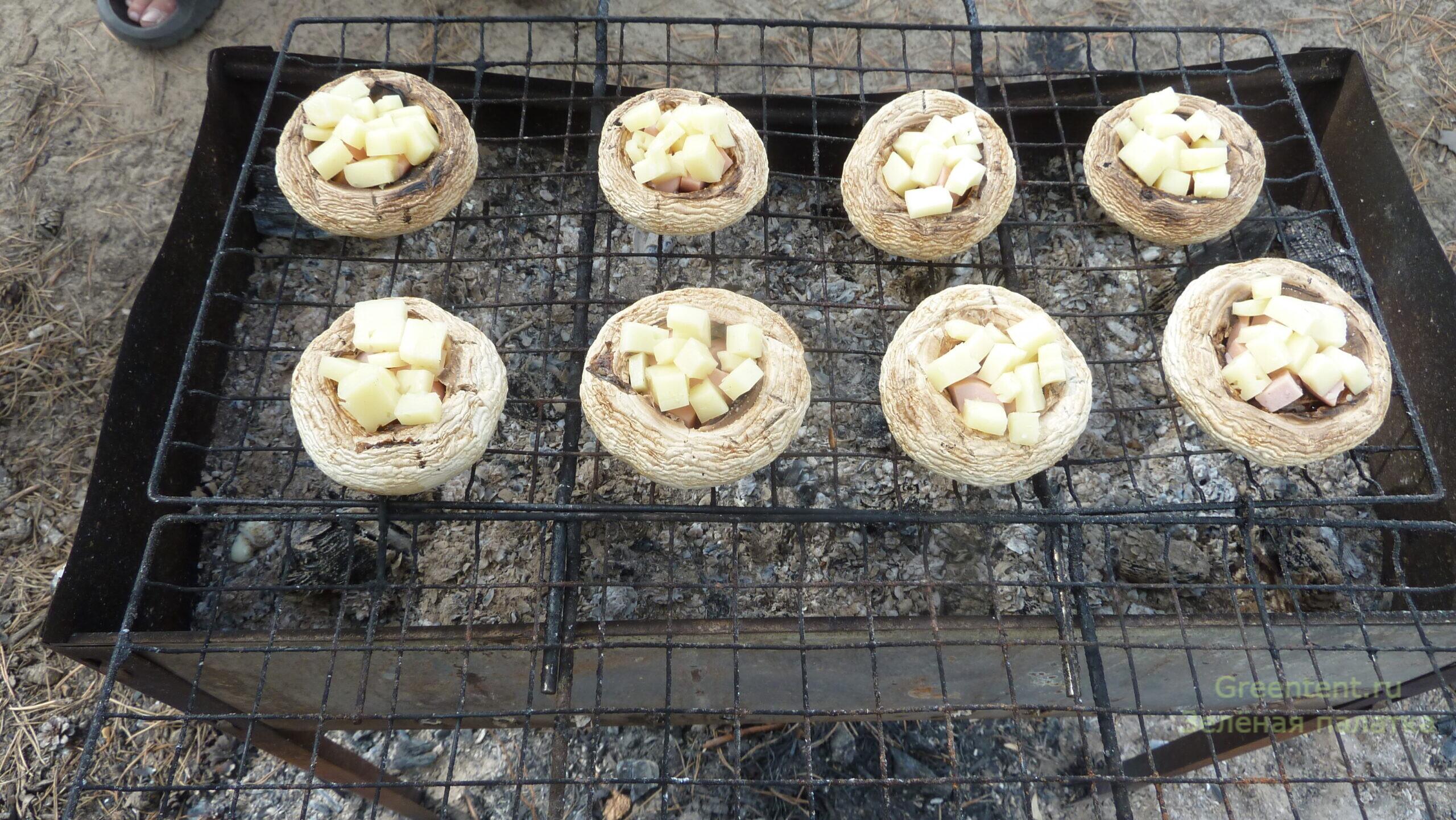 еда рецепт грибы шампиньоны на косте лес отдых природа с палатками дикарями