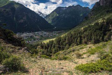 туризм на кавказе отдых природа дикарями с палатками зеленая палатка горы кемпинг путешествия